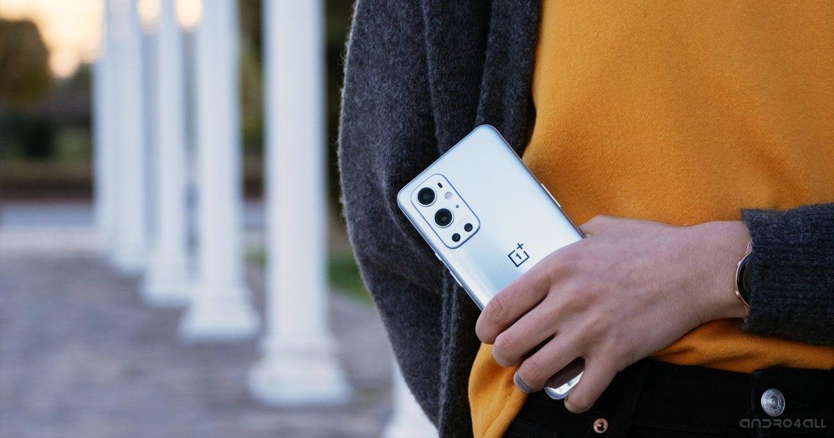 La parte trasera del OnePlus 9 Pro en Morning Mist