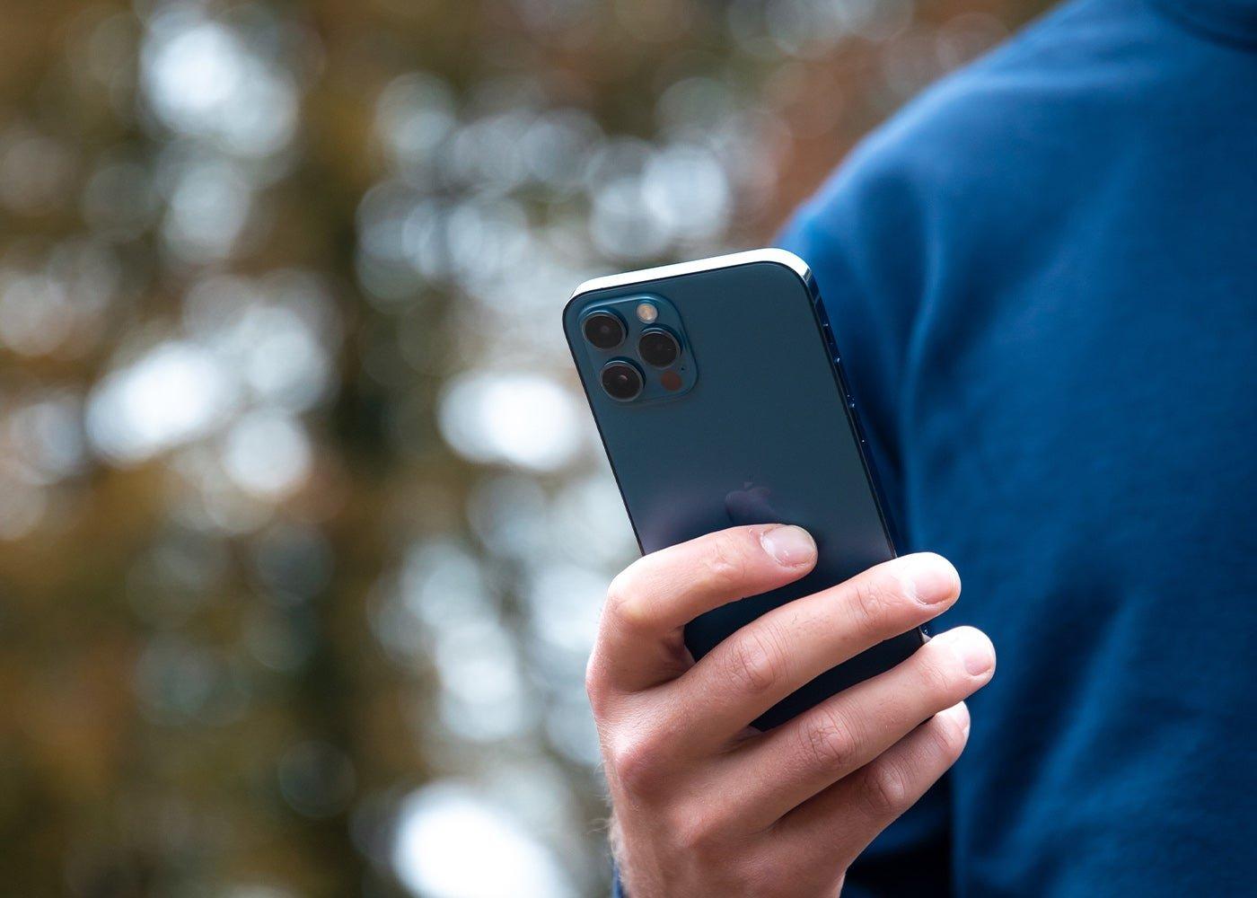 आईफोन 12 प्रो ब्लू