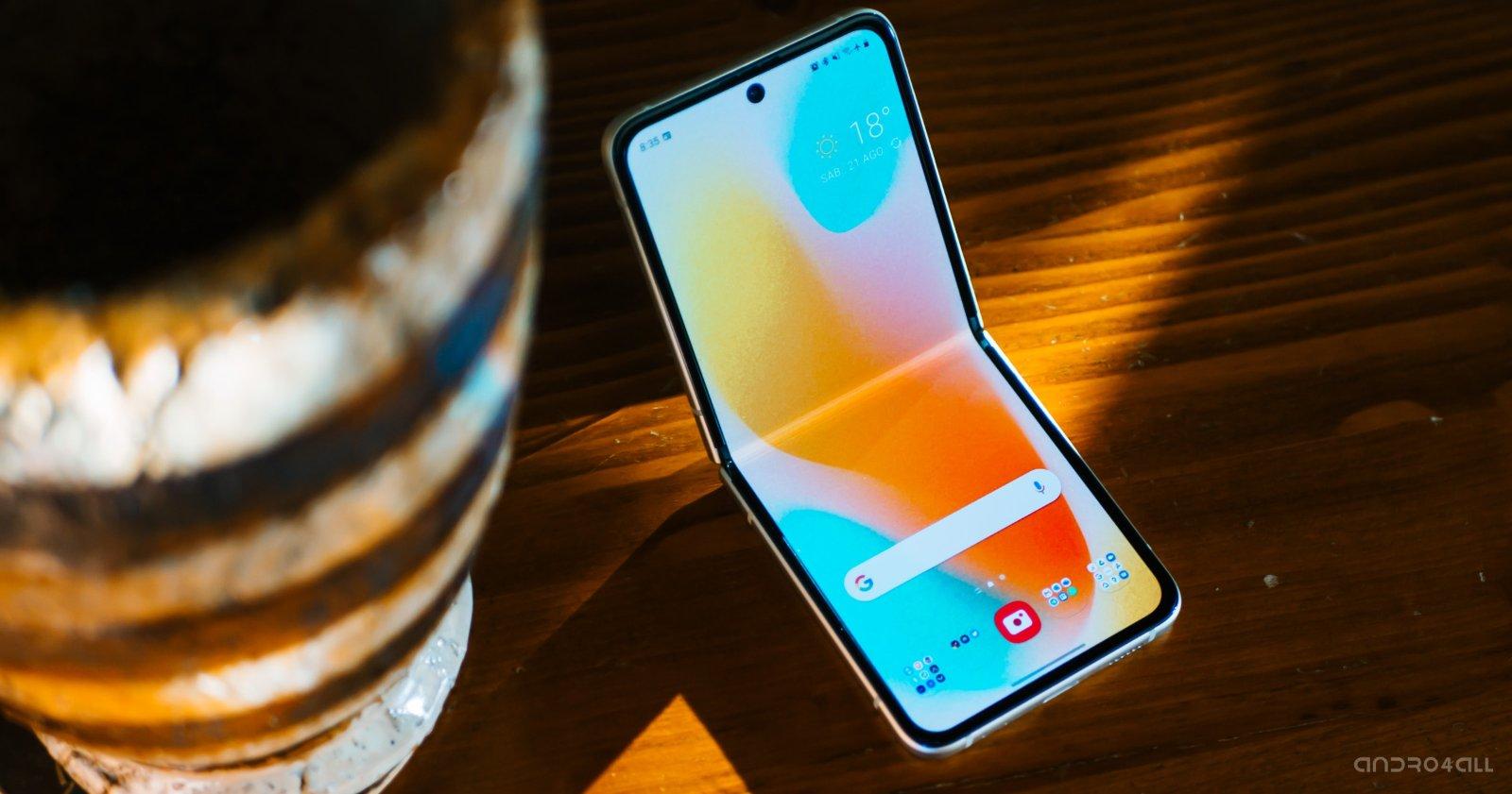 Samsung Galaxy Z Flip3 फोल्डेड स्क्रीन